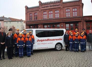 Am Samstag erhielt die Jugendfeuerwehr Forst ihr neues Auto.