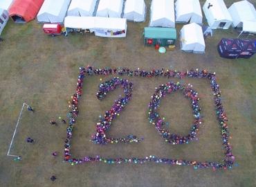 Die Teilnehmer angetreten zum Gruppenbild mitten auf dem Zeltplatz, welches für sich spricht