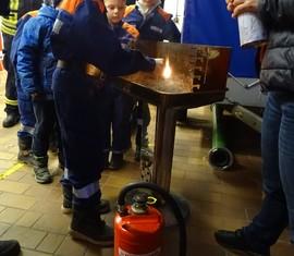 Um Feuer löschen zu können, muss man lernen, wie es entsteht