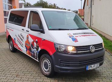 Kolkwitzer Mannschaftstransportwagen mit der Werbung für die Nachwuchsgewinnung der Kreisjugendfeuerwehr Spree-Neiße