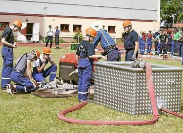 Beim Löschangriff Nass stellten sich Nachwuchs-Feuerwehren aus dem gesamten Kreisgebiet dem Vergleich, der erstmals in Guben stattfand.