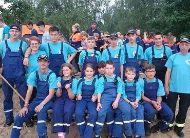Die Jugendfeuerwerh Drebkau bei der Eröffnung des Landesjugendlagers