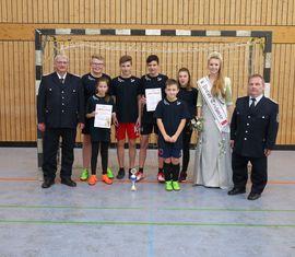 Platz 3 - Die Mannschaft aus Schenkendöbern mit Wolfhard Kätzmer (links), Jenifer Fiebow, Thomas Schulze (rechts)