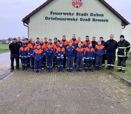 Gruppenbild aller Teilnehmer des Berufsfeuerwehrtages der Jugendfeuerwehr Guben