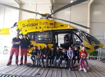 Die Kids hatten viel Spaß beim Besuch des Rettungshubschraubers